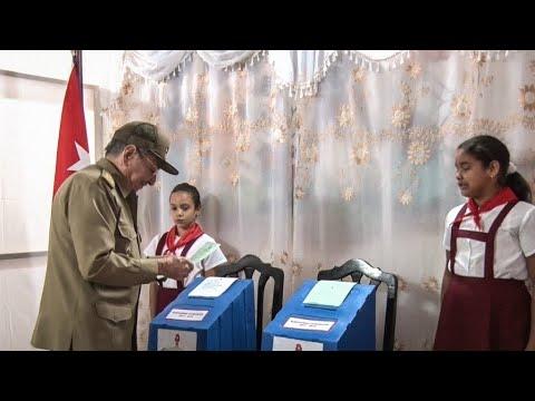 الكوبيون يصوتون في انتخابات تاريخية تمهد لنهاية حقبة عائلة كاسترو  - 15:23-2018 / 3 / 12