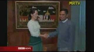 Daw Aung San Suu Kyi meets her political party