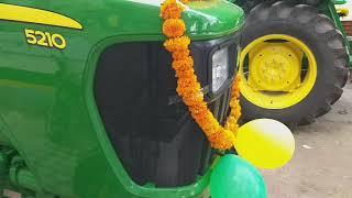 नवरात्र में  खरीदा जॉन डियर 5210 ले गए किसान अपने घर