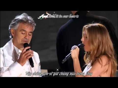Céline Dion monte sur scène pour chanter, mais regardez qui la rejoint.