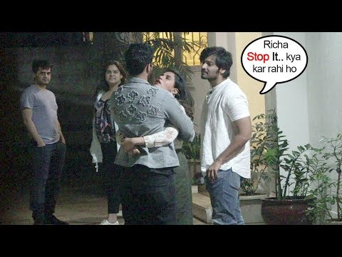 Richa Chadha makes Boyfriend Ali Fazal JEAL0US As She tightly HUGS Vicky Kaushal In Front of Him Mp3