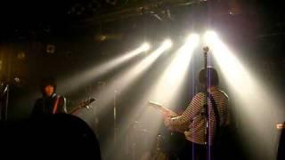 KUNGFU VOCAL&GUITAR:中上遼太郎 DRUMS:ばんばん BASS:アウル・ザ・セカ...