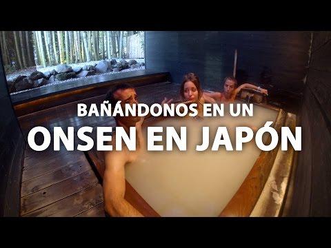 Bañándonos en un onsen en Japón