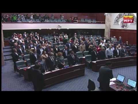 Пратениците ја пееја македонската химна во собранието на Република Македонија