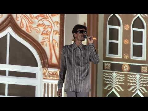 Amazing singer, blind - He sings in male and female voices....