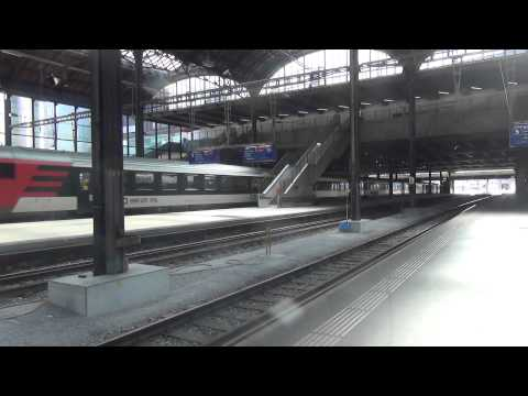 SBB InterCity komt aan op Station Basel SBB!