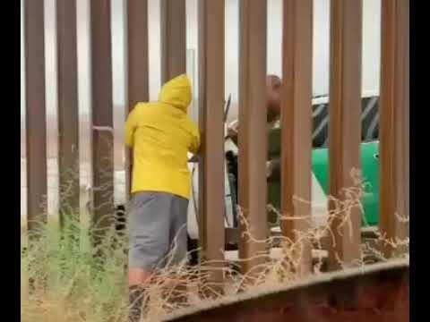 LA MIGRA COMPRANDO TAMALES EN LA FRONTERA MEXICO Y USA #TAMALES #LAMIGRA #FRONTERA #MEXICOYEUA