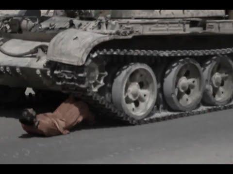 Estado Islámico aplasta con un tanque a prisionero