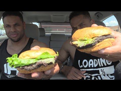 Eating Smashburger Vegan Black Bean Burger @Hodgetwins