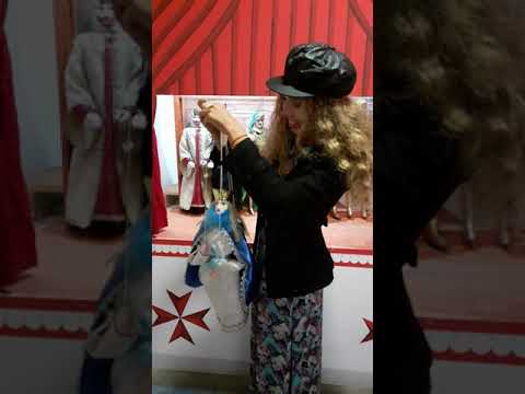 Russian Girl Playing Pupo Siciliano