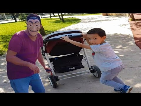 Hello Neighbor Minik Bebeği Aldı Kaçtı Ali Uras Kurtardı.Bebek Arabasını Kaçırıp Merdivenden Attı