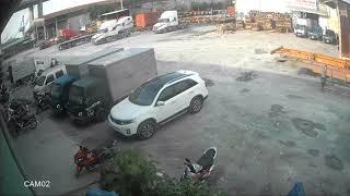 Cận Cảnh Tên Trộm Đánh Cắp Chiếc Xe Máy Tại Kho Bãi - Camera Ghi Lại