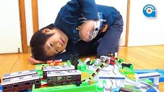 プラレール トミカと遊ぼうDX踏切ステーション【がっちゃん】 thumbnail
