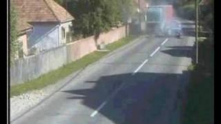 Renault utkozik teherautoval