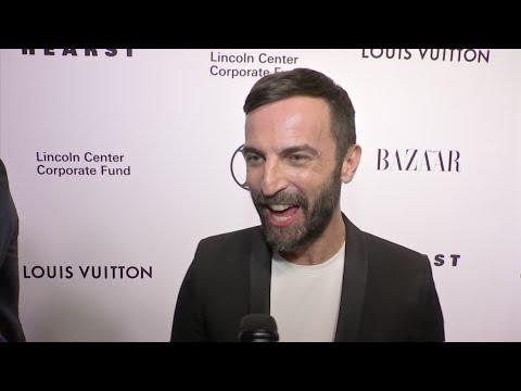 Kidman honors Louis Vuitton designer