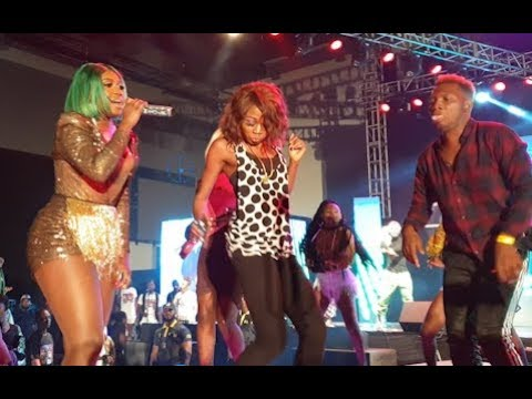 Niniola Collapse On Stage As One Of Her Fans Surprise Her With A Gift As She Dance Her Heart Out