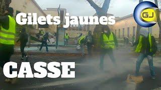 Casseurs gilets Jaunes : bazar monstre sur les quais de Seine à Paris. Protestations du 8 décembre.