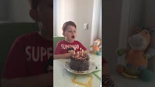 İyiki doğdun Baran kendi Doğum gününü kutlayan oğlum