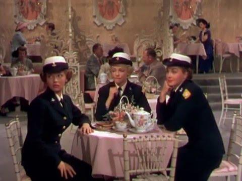 Привет, красотки! / Skirts Ahoy!