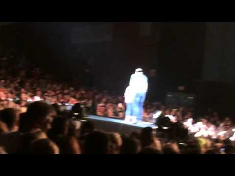 Luke Bryan - Someone Else Calling You Baby-  Pulls little girl out of pit  Hartford CT Sept 2014