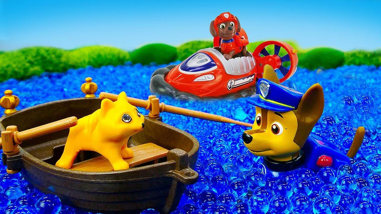 A boneca LOL Surprise perdeu seu gatinho! História infantil com brinquedos Paw Patrol animados