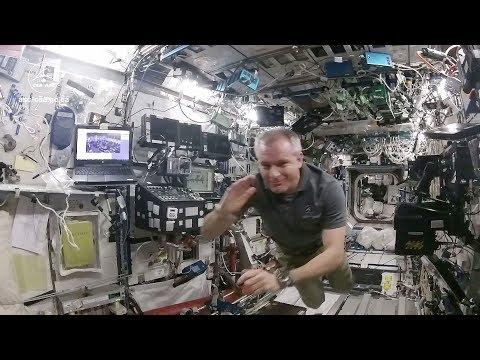 Quitter La Terre (mon Premier Voyage Dans L'espace)