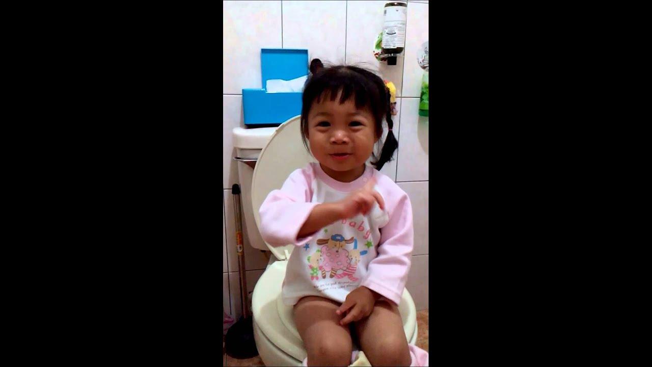 小捲妹在廁所唱歌