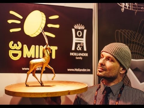 Dusko Bojinovic & Golden antelope sculpture at the 3D Print Expo 2014 in Moscow