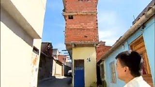 Moradores de Paraisópolis (SP) usam a criatividade para aproveitar espaços