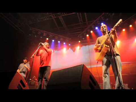 "Jack Johnson w/ Jimmy Cliff - ""The Harder They Come"" (Live)"