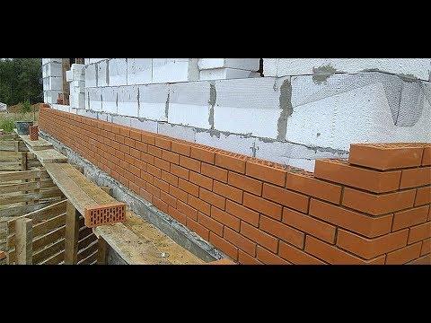 Дешёвка 4 кладём стены из газоблока и кирпича, армирую газоблок и утепляют пенопластом.