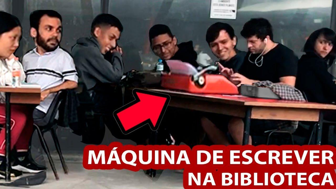 BATENDO EM MÁQUINA DE ESCREVER NA BIBLIOTECA - PEGADINHA