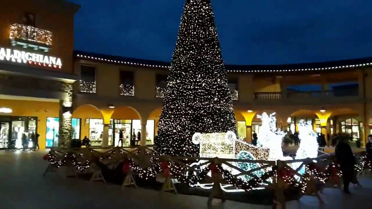 VALDICHIANA OUTLET VILLAGE - YouTube