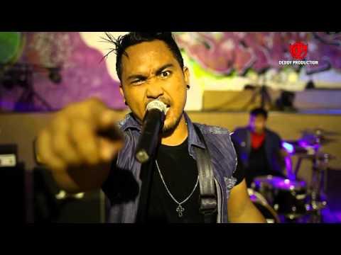 EMINORE Band Bali - Penghianat (Official Video Clip)