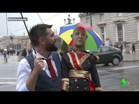 Dani Mateo saca a la momia de Franco a pasear por el centro de Madrid