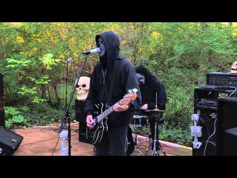 The Cemetery Boys at Bayview Rock n Roll Fest (Nitemare Queen, Styrofoam Gravestones