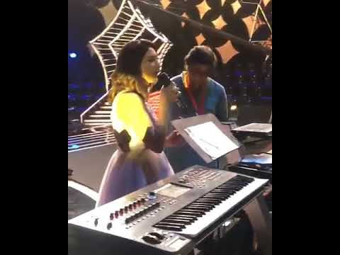 fakira song student of the year 2 neeti mohan live singing