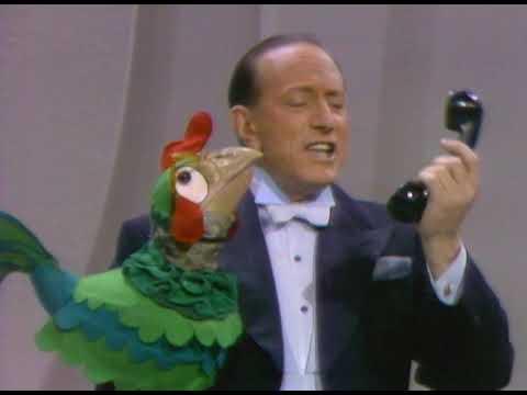 "Señor Wences ""Puppets"" on The Ed Sullivan Show"