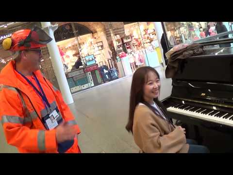 Korean Piano Girl's Amazing Public Duet