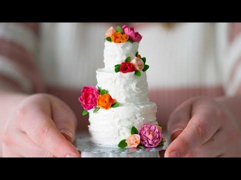 mini-wedding-cake-in-an-easy-bake-oven!