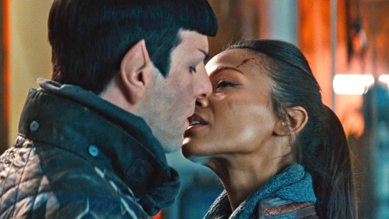 The relationship between Spock and Nyota. Kissing scene. Star Trek Into  Darkness 20