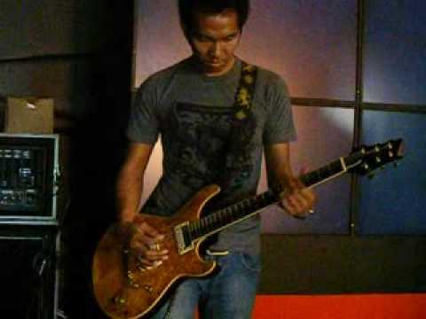 Ridho Hafiedz of Slank chek sound  @ Batam Island