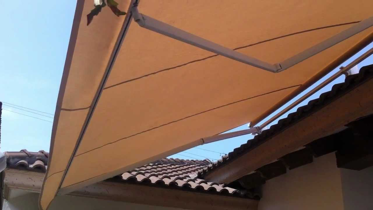 Toldo retractil mov youtube for Rieles para toldos de techo