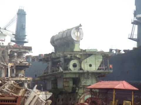 2009 09 03 Alang Scrapping yard Suez Express beaching 1 MOV03047