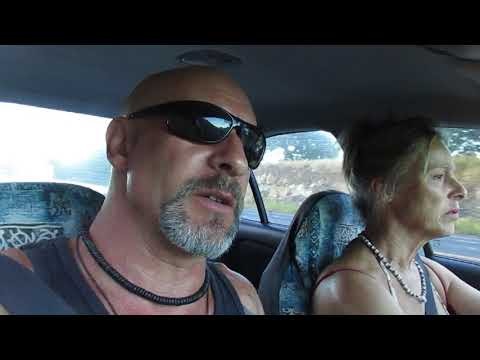 driving-to-iao-valley-on-maui