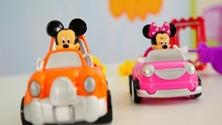 Miki Fare ve Mini parkta oynuyorlar