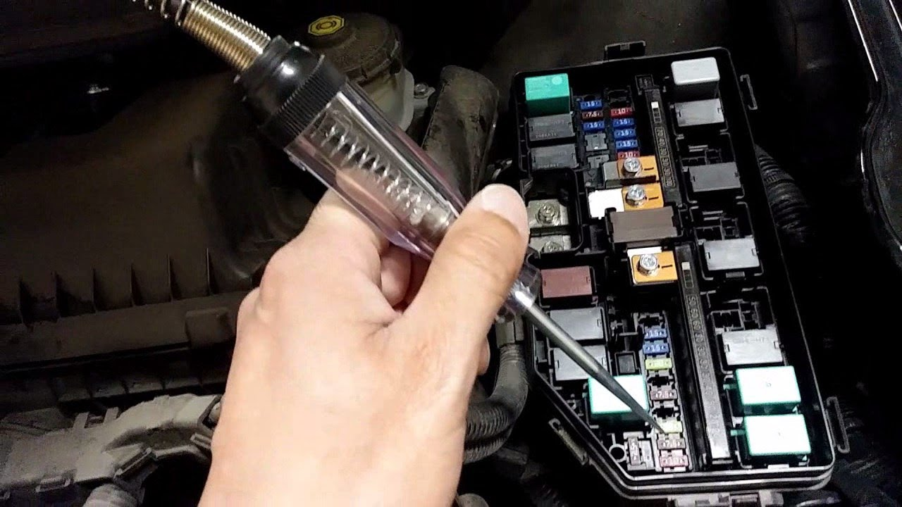 How to use a Circuit Tester to Check Car Fuse (Test Light)