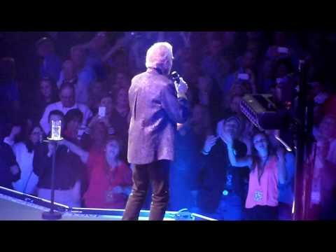 Neil Diamond  Sweet Caroline  in St Louis MO 50th Anniversary Tour 04122017