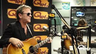 "Kiefer Sutherland Performs ""Open Road"" Live In Studio"