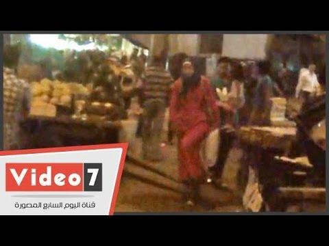 بالفيديو..أهالى بولاق يساعدون مدير الأمن بازالة إشغالات الباعة الجائلين بوكالة البلح